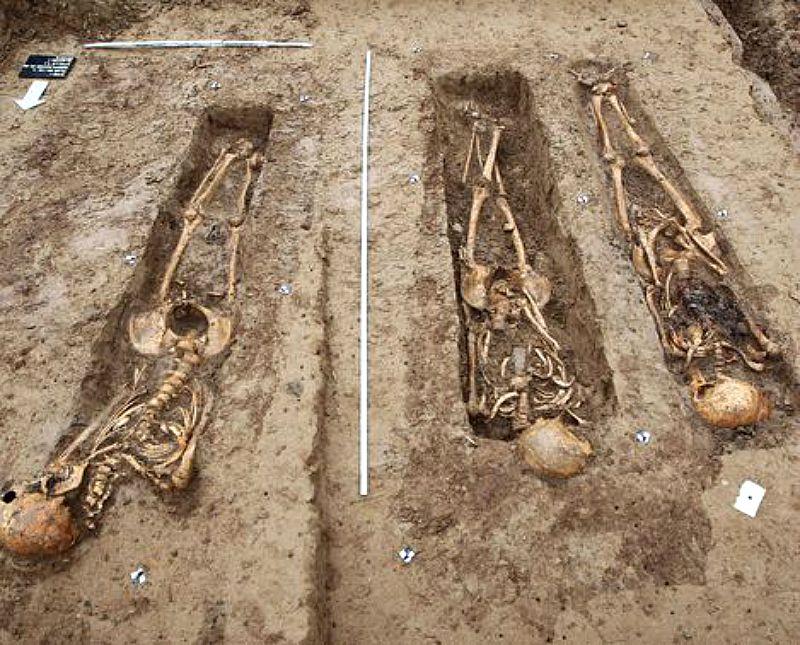 Los cuerpos se hallan orientados en dirección Norte/Sur, aunque en la Europa Cristiana de aquella época se enterraban en dirección Este/Oeste (Fotografía: La Nación)