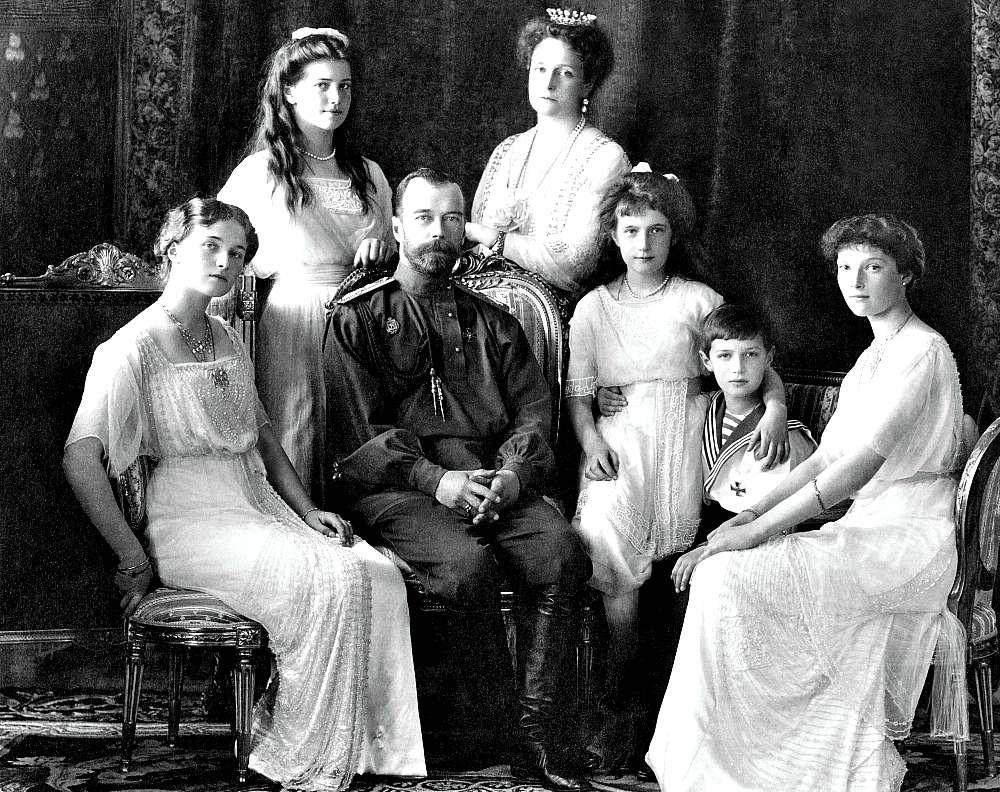 Fotografía del Zar Nicolás II y su familia tomada en 1913 por la Levitsky Company (Public Domain)