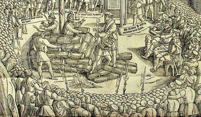 """Detalle de una ilustración del """"Libro de los Mártires"""", de John Foxe, donde se observan los instantes previos a la quema en la hoguera de Nicholas Ridley y Hugh Latimer. (Public Domain)"""