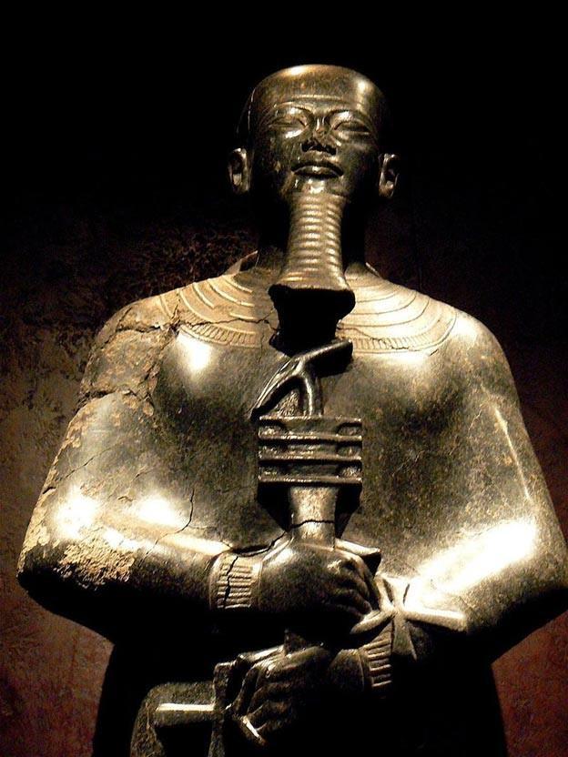 Estatua de Ptah, deidad egipcia de artesanos, arquitectos y creación. (CC BY 2.0)