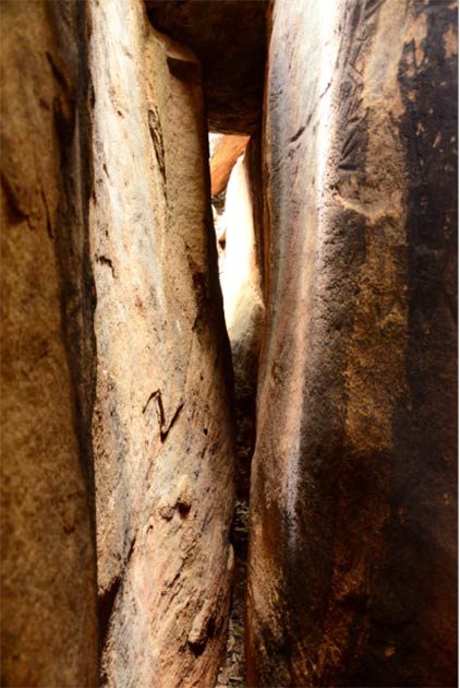 De adentro hacia afuera la vista de Danigala Chithra Lena Cámara lineal Imagen © EASL   CCF-Polonnaruwa. Imagen © EASL / CCF-Polonnaruwa
