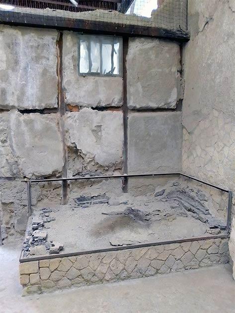 La habitación en la que se encontraron el hombre y su cerebro conservado. (Pier Paolo Petrone)