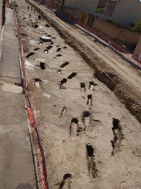 Los trabajadores descubrieron las antiguas tumbas musulmanas mientras ensanchaban una carretera en Tauste, un pequeño pueblo cerca de Zaragoza en el noreste de España. (Asociación Cultural El Patiaz)