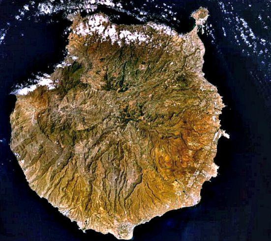 La isla de Gran Canaria, en una fotografía tomada vía satélite (Wikimedia Commons)