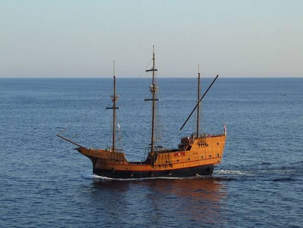 Se dice que el barco hundido en Cattewater podría parecerse a esta réplica de una nave mercante croata de los siglos XV y XVI. (CC BY-SA 3.0)