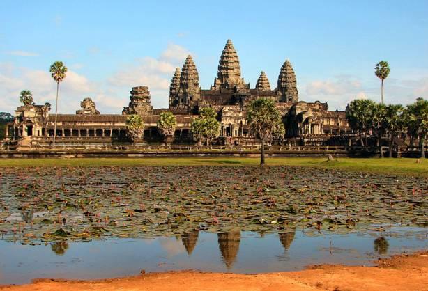 Los restos de los barcos recién descubiertos podrían ser unos 2.000 años anteriores al famoso complejo de Angkor Wat. (Creative Commons)