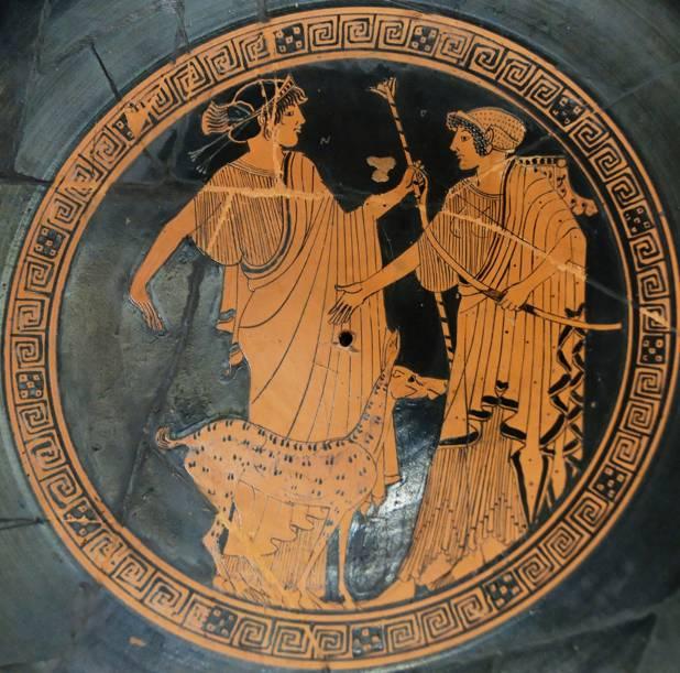 Apolo y Artemisa en una copa del 470 a. C. aproximadamente. Apolo, que era el Arquero, se encuentra a la izquierda. En este caso es Artemisa, la cazadora, quien empuña un arco. (Wikimedia Commons)