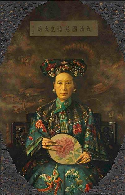 La emperatriz viuda Cixi en todo su esplendor. (Hubert Vos / Dominio público)