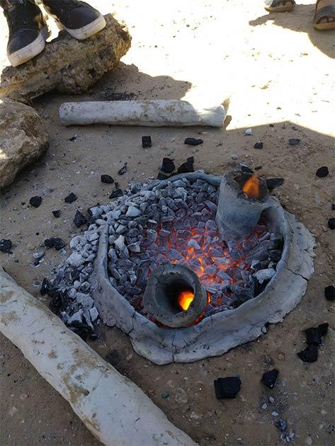 La recreación del horno de metal avanzado de Horvat Beter es solo uno de los experimentos realizados por el Proyecto Central Timna Valley (CTV) de la Universidad de Tel Aviv (Instituto y Departamento de Arqueología de la Universidad de Tel Aviv).