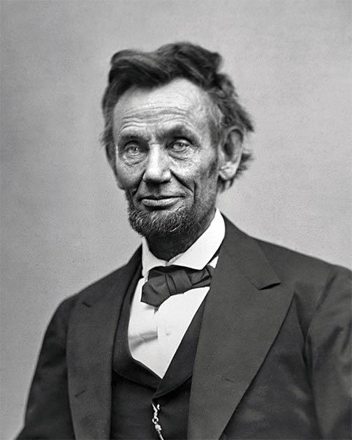 Hay 130 fotografías conocidas del presidente Abraham Lincoln, incluida esta tomada solo dos meses antes de su muerte. (Dominio público)