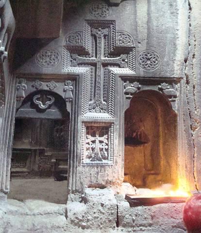 Monasterio-Geghard-Detalle-Cueva.jpg