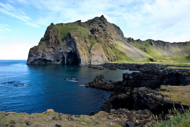Islote-Heimaey-Islandia.jpg