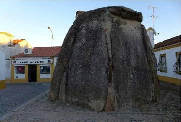Dolmen-Pavia-Portugal-cafe-dolmen.jpg