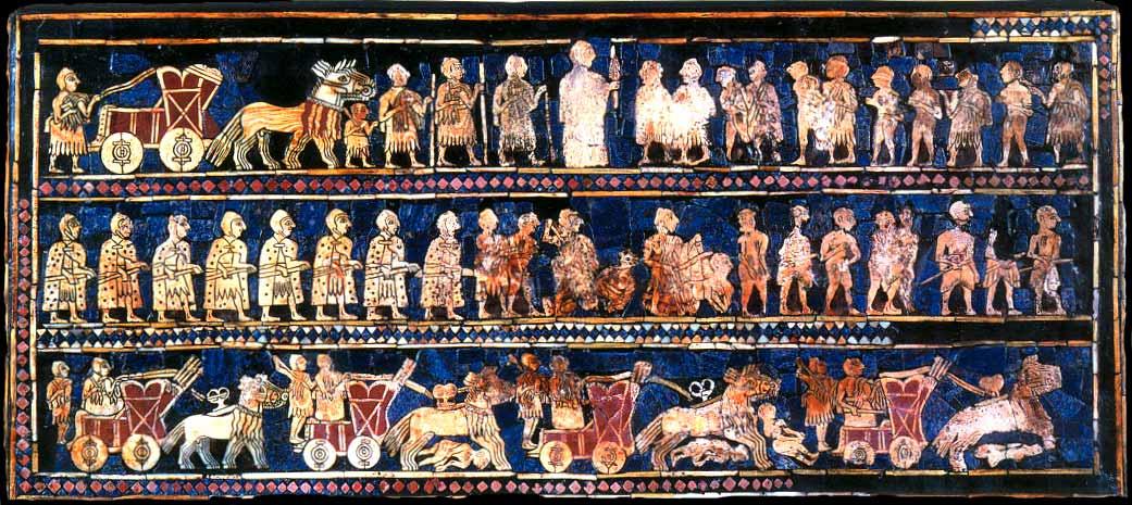Estandarte de Ur, siglo XXVI a. C.. En el panel inferior podemos ver carros de guerra entrando en acción. Public Domain