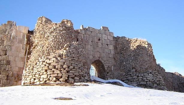 Ruinas-Takht-e-Soleyman-Puerta-Salomon.jpg