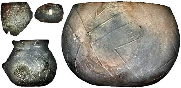 """Ejemplos de Cerámica de Bandas: """"Las vasijas son globos achatados, cortados en su parte superior y ligeramente aplanados en su pie, sugiriendo la forma de una calabaza. (GDFL Wikimedia Commons)"""