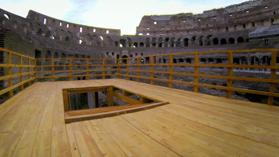 Plataforma-Coliseo-Reconstruida-fotograma-Coliseo-Trampa-Mortal-Romana-Liberando-al-Lobo.jpg