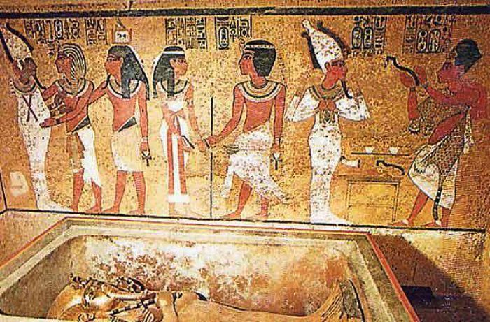 ¿Ocultan las pinturas murales de la tumba de Tutankamón las puertas de entrada a la cámara funeraria de Nefertiti? (Fotografía: Faro de Vigo/Efe)