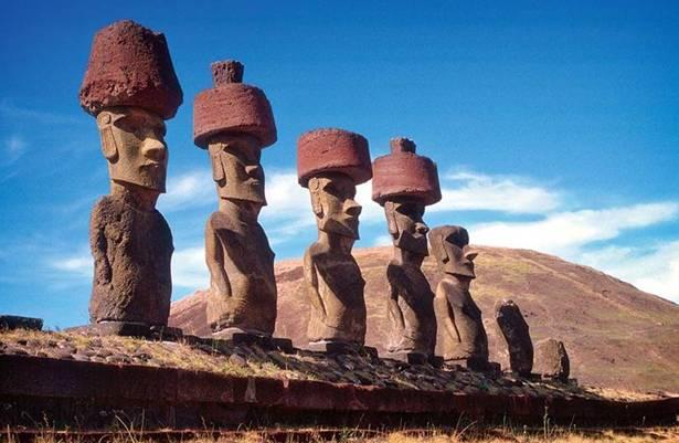Moais (estatuas de piedra) de Ahu Nau, playa de Anakena, Isla de Pascua