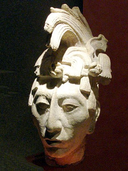 """Escultura del Rey K'inich Janaab' Pakal, o """"Gran Pakal"""". Museo Nacional de Antropología , Ciudad de México. Wikimedia Commons"""