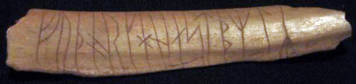 Esta inscripción rúnica ha sido grabada en hueso. Descubierta en Suecia. Wikimedia Commons