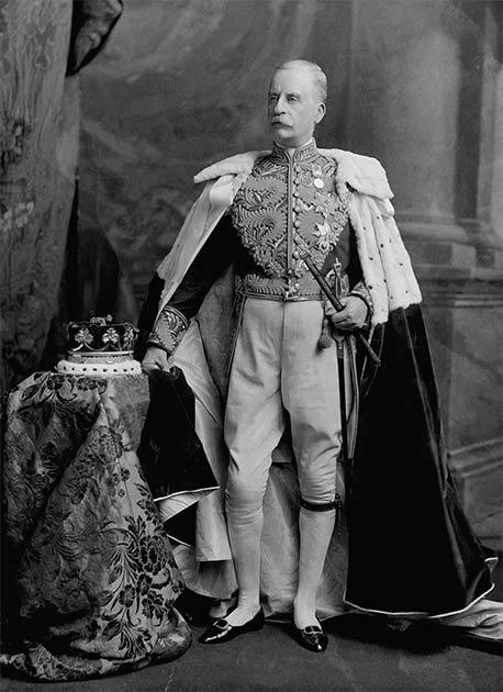 James Hamilton, segundo duque de Abercorn (1838-1913), probablemente el último novio de la estola en la historia británica. (Estudio de fotografía Lafayette, Londres / CC BY-SA 4.0)
