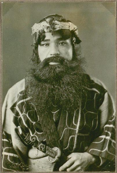 Hombre Ainu del Japón (Wikimedia Commons)