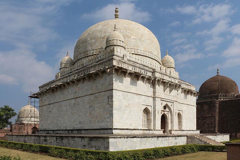 El Mausoleo del Shah Hoshang, en Mandu, la India. Algunos han sugerido que pudo servir de modelo para la construcción del Taj Mahal (Wikimedia Commons)