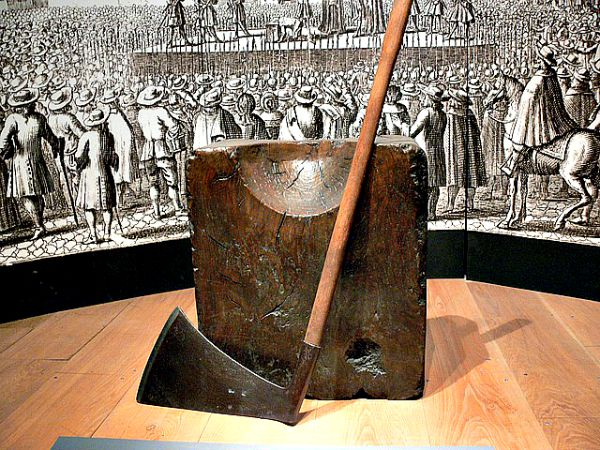 El hacha del verdugo (Public Domain)