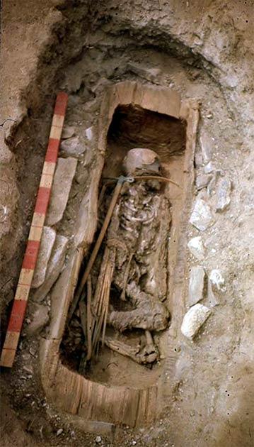 No había cuentas, ni espejos, ni otros indicios de que se tratara de la tumba de una niña. (Imagen: Vladimir Semyonov)