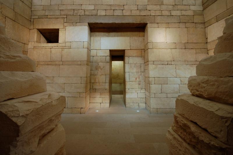 Las puertas falsas evolucionaron a partir de las fachadas de las Mastabas, como esta de la Tumba de Perneb