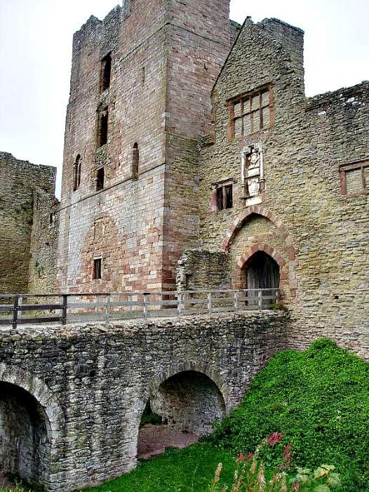 Fachada del Castillo de Ludlow que Enrique VIII regaló a María por su noveno cumpleaños. (Wikimedia Commons)