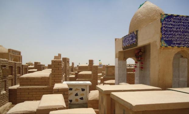 Los sepulcros y tumbas deWadi Al-Salam van desde los más pequeños y sencillos hasta los de mayor tamaño y más elaborados