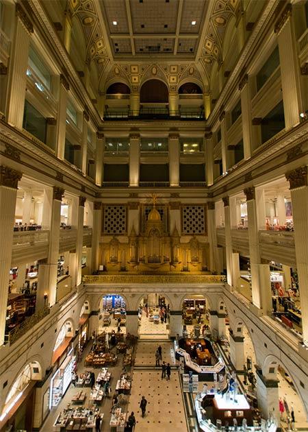 The Grand Court en el mundialmente famoso John Wanamaker Department Store, que finalmente fue comprado por Macy's Department Store en 2006 (motor de diferencia / CC SA-BY 4.0)