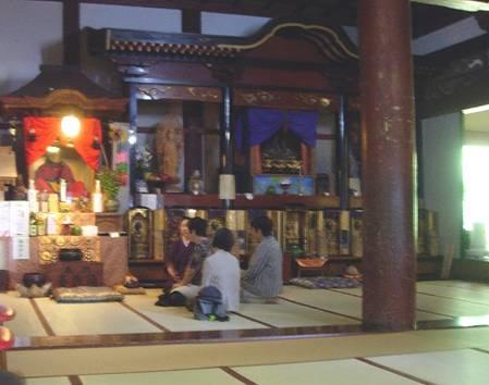 Momia-Tetsumonkai-Visitantes-Templo-Churen.jpg