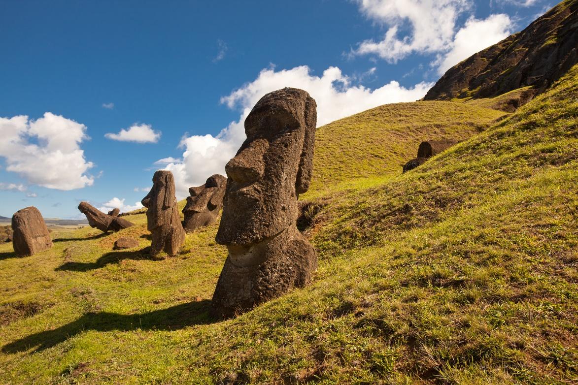 Los famosos Moai de la isla de Pascua (BigStockPhoto)