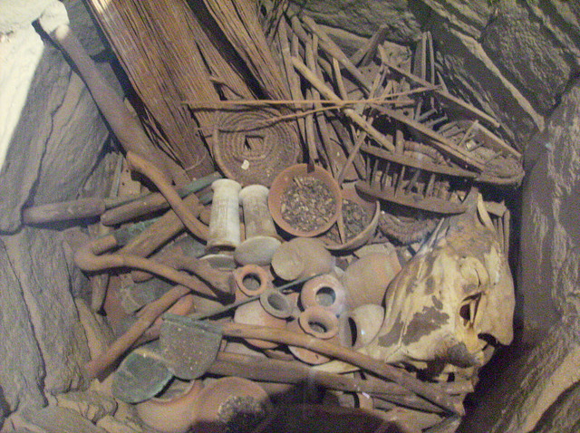 Reconstrucción de un Depósito de Fundación. Egipto, Dinastía 18, entre los reinados de Hatshepsut y Tutmosis III 1473 a. C.-1458 a. C. Peter Roan/Flickr