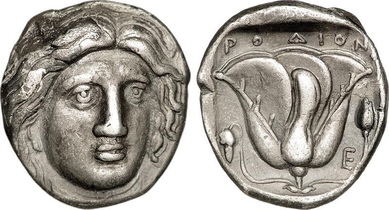 Monedas de plata procedentes de Rodas circa 316 – 305 d. C., con Helios representado en una cara y una rosa al dorso