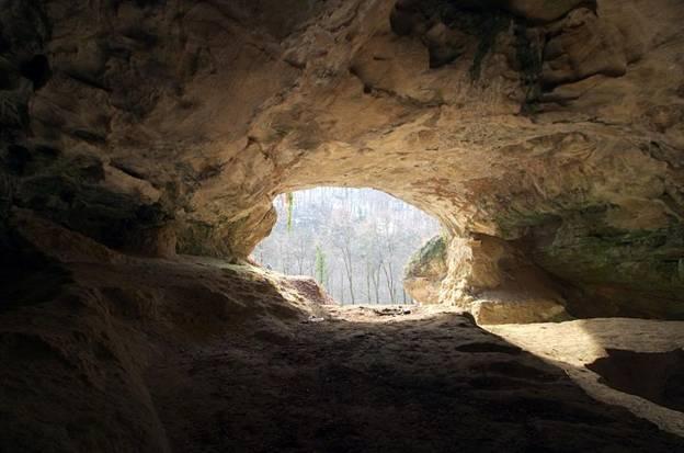 En cuevas aisladas de Europa, como la de Vindija, en Croacia, se han encontrado objetos y fósiles humanos- Wikimedia Commons