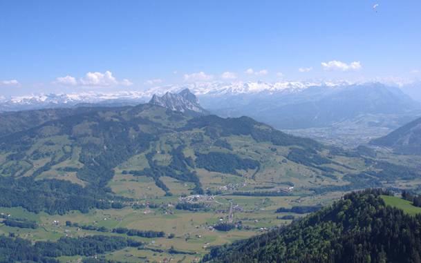 Las montañas del cantón de Zug, cerca del lugar en el que tuvo lugar la batalla. (Foto de Peter Greis/Wikimedia Commons)