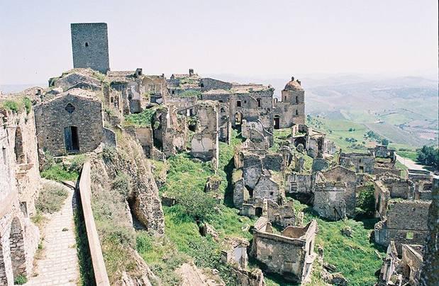 Ruinas de Craco, Italia (Wikimedia Commons)