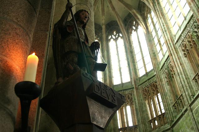 scultura religiosa del Monte St-Michel. (Veroyama/CC BY 2.0)