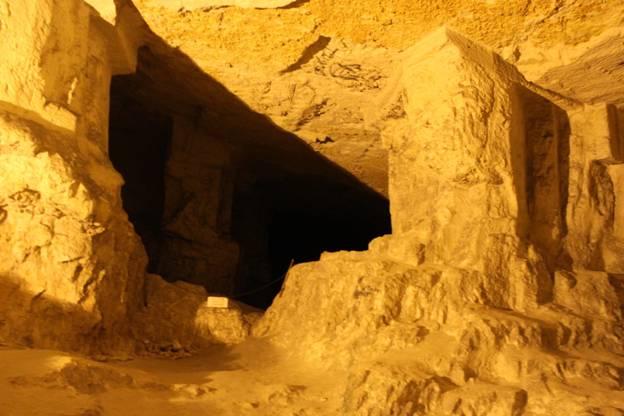 Entrada a la cueva de Sedecías en Jerusalén, Israel
