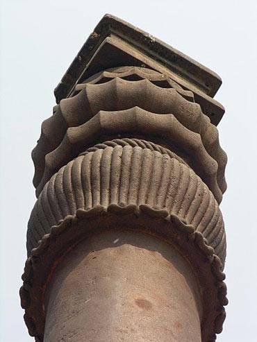 Capitel-Pilar-de-Hierro-Delhi-1.jpg