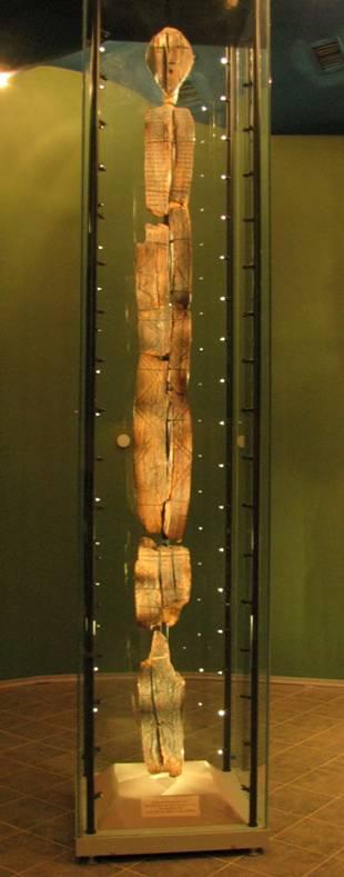 Ídolo de Shigir – la escultura de madera más antigua del mundo, datada recientemente en 11.000 años. (CC BY-SA 3.0)