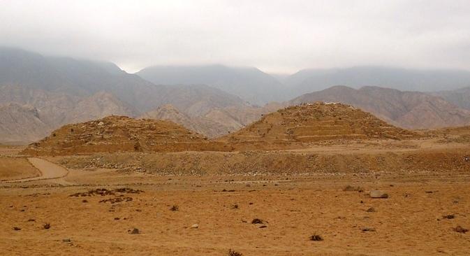 Piramides-Escalonadas-Caral-Peru.jpg