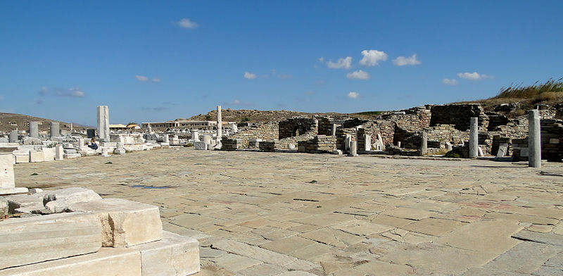 Ruinas de un Ágora (plaza pública) en Delos, Grecia (Wikimedia Commons)