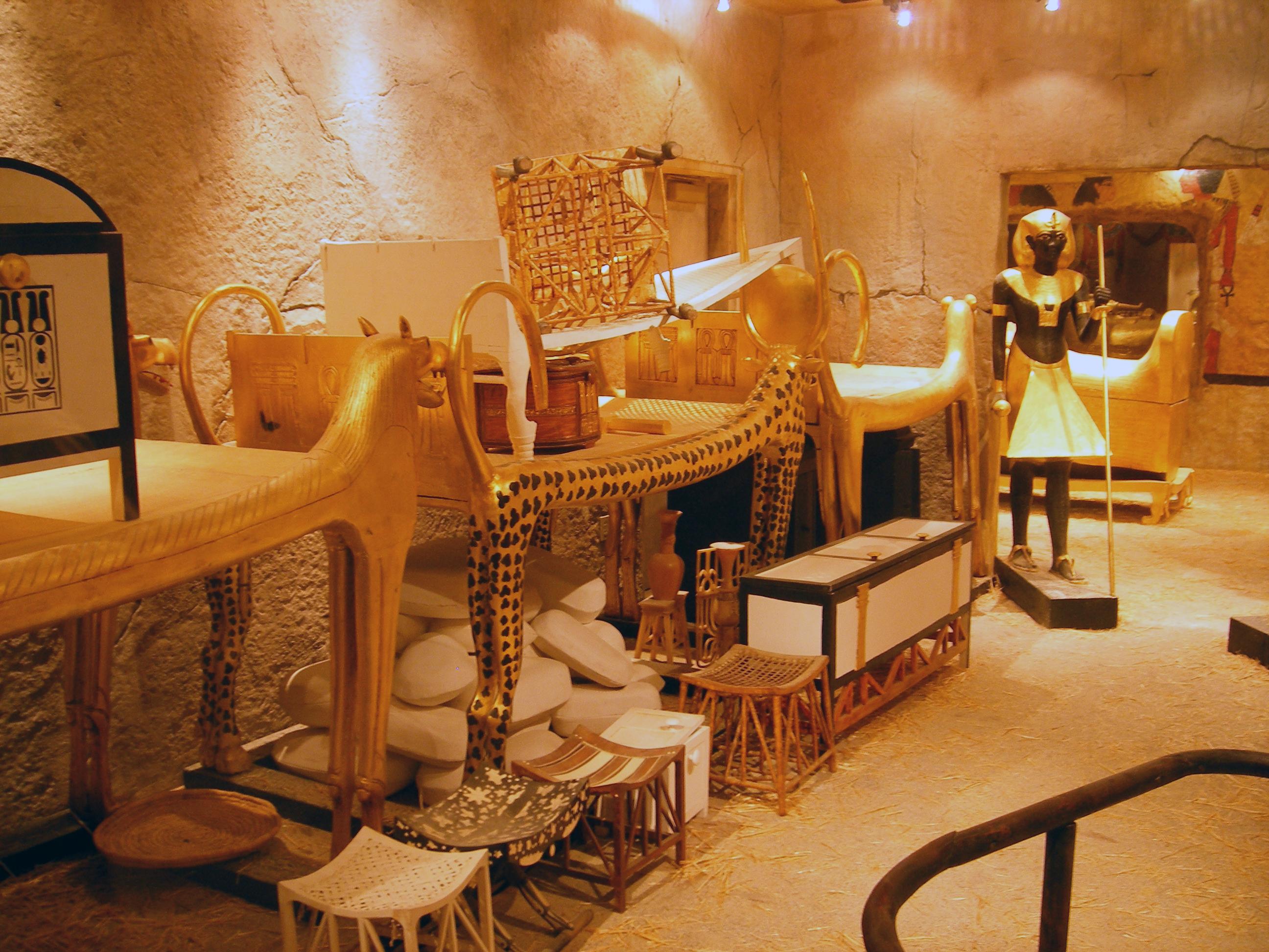 Antigua-Tumba-Tutankamon-Antiguo-Egipto-protegida-por-maldición