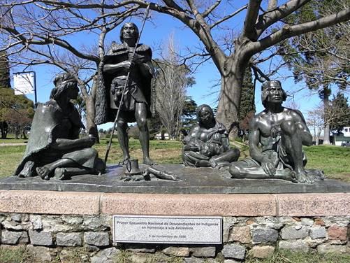 Monumento a Los Ultimos Charrúas, en Montevideo, Uruguay (Wikimedia Commons)