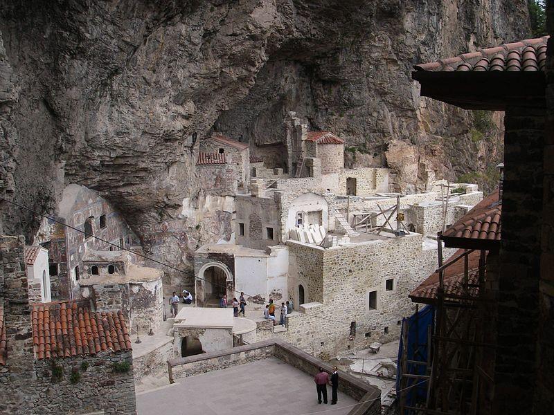 El 'patio trasero' del Monasterio de Sumela (Wikimedia Commons)